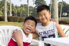 A criança asiática feliz aprecia férias de verão Imagem de Stock Royalty Free