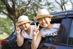 A criança asiática feliz aprecia férias de verão Imagens de Stock