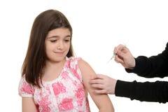 Criança assustado que obtém a injeção da imunização Fotos de Stock Royalty Free