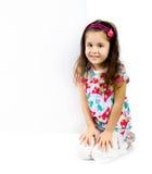 Criança atrás de uma placa branca Fotos de Stock Royalty Free