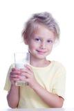 A criança bebe o leite Imagens de Stock Royalty Free