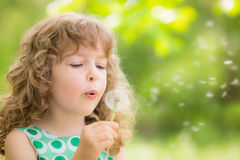 Criança bonita na mola Foto de Stock Royalty Free
