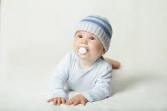 Criança bonito - bebê com chupeta Fotografia de Stock Royalty Free