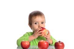 Criança bonito com maçãs vermelhas Fotografia de Stock