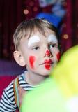 A criança bonito com mimica Makeup para o jogo da fase Fotos de Stock