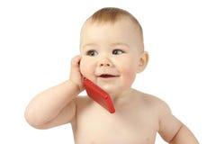 Criança bonito que fala a um telefone de pilha Fotografia de Stock