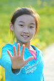 Criança chinesa com mão do batente Imagem de Stock Royalty Free