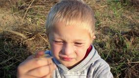 Criança choroso vídeos de arquivo