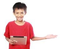 Criança com apresentação da tabuleta Imagens de Stock Royalty Free