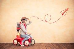 Criança com bloco do jato em casa Imagem de Stock Royalty Free