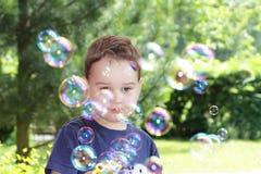Criança com bolhas Foto de Stock Royalty Free