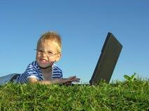 Criança com caderno Fotos de Stock Royalty Free