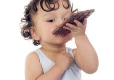 Criança com chocolate. Foto de Stock Royalty Free
