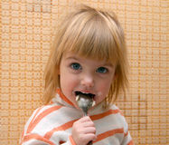 Criança com a colher Imagem de Stock Royalty Free