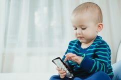 Criança com comprimidos Foto de Stock Royalty Free