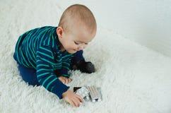 Criança com comprimidos Fotos de Stock Royalty Free