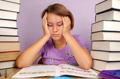 Criança com dificuldade de aprendizagem Fotos de Stock