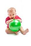 Criança com esfera Fotografia de Stock Royalty Free