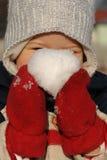 Criança com esfera da neve Foto de Stock