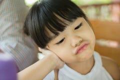 Criança com expressão irritada imagens de stock royalty free