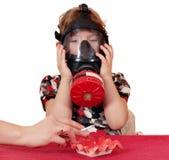 Criança com gás-máscara Imagem de Stock