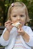 A criança com gelado Imagem de Stock Royalty Free