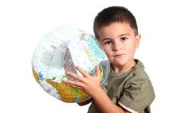 Criança com globo da terra Fotos de Stock Royalty Free