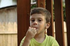 Criança com a goma imagens de stock royalty free