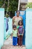 Criança com a mãe na rua da vila Imagem de Stock