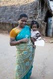 Criança com a mãe na rua da vila Imagem de Stock Royalty Free