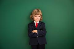 Criança com mãos tiradas do robô contra o quadro-negro Fotografia de Stock Royalty Free
