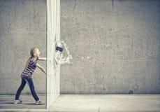 Criança com martelo Fotos de Stock