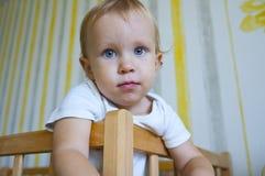 Criança com olhos azuis fotos de stock royalty free