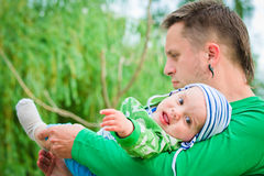 Criança com pai Imagem de Stock Royalty Free