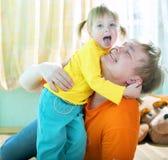 Criança com pai Fotos de Stock