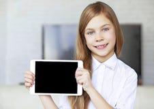 Criança com PC da tabuleta foto de stock royalty free