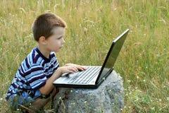 Criança com portátil Foto de Stock