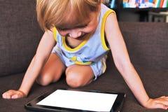 Criança com portátil Foto de Stock Royalty Free
