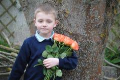 Criança com rosas Fotos de Stock Royalty Free