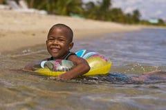 Criança com seu flutuador Foto de Stock