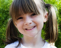Criança com sorriso feliz doce Fotografia de Stock Royalty Free