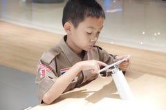 Criança com tabuleta Fotografia de Stock