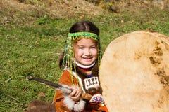 Criança com tambourine Fotos de Stock