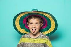 Criança com um chapéu mexicano fotos de stock