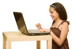 Criança com um computador Fotos de Stock