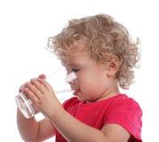 Criança com um vidro de água Foto de Stock Royalty Free
