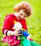 Criança com uma boneca Imagem de Stock
