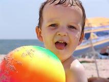 Criança com uma esfera Imagens de Stock