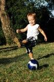 Criança com uma esfera Imagens de Stock Royalty Free