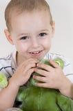 Criança com urso de peluche Imagens de Stock Royalty Free